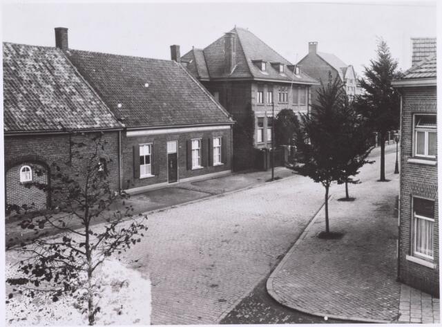 022367 - In het midden de woning van steenfabrikant en gemeenteraadslid J. E. Claesen in de Hoefstraat anno 1919