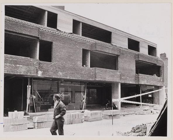 084466 - Winkels in aanbouw