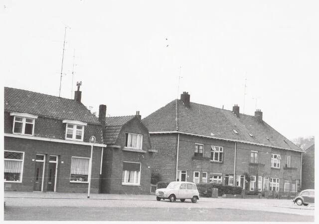 034068 - Panden aan de Jac. van Vollenhovenstraat, voorheen Heikantsebaan