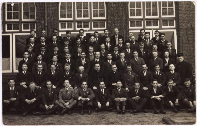 008664 - Retraite van Tilburgse dienstplichtige militairen in het retraitehuis Loyola