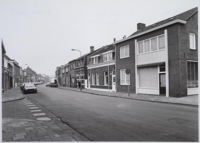 026610 - Molenstraat ter hoogte van de kruising met de Noord-Besterdstraat (links) en het Paduaplein (rechts)