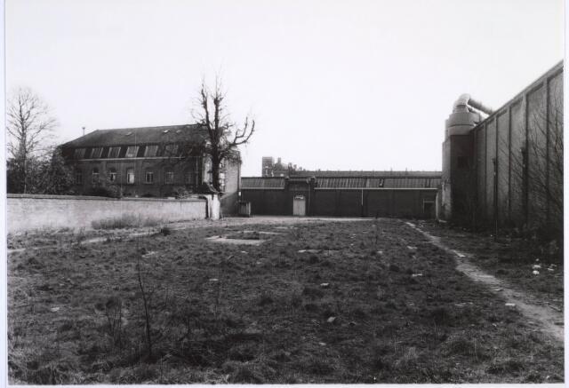 022874 - Textiel.Voorgevel van de voormalige textielfabriek van Antoon de Rooij. Op 5 december 1974 werd het door brand verwoest. Het gebouw rechts behoort bij Beka