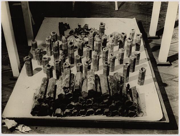 012455 - Tweede Wereldoorlog. Engelse brandbommen, gevonden in de omgeving van het vliegveld aan de Gilzerbaan
