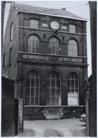 024568 - Voorgevel van bierbrouwerij De Posthoorn aan het Korvelplein, eigendom van de familie Van Roessel - Swagemakers. Foto eind jaren '70, begin jaren '80.