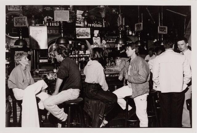 040504 - 't Bruin Café. Piusplein 5.