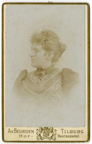 092346 - Seraphina Maria Camila Bogaers, geboren te Tilburg op 1 oktober 1874 en aldaar overleden op 6 april 1944. Zij was een dochter van Vincentius Aloysius Antonius Bogaers en Isabella Theresia Philomena Pollet. Zij trouwde wijnhandelaar Andreas Maria Josephus Kerstens.