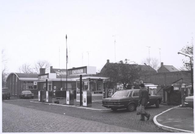 023852 - Benzinepomp annex opslagplaats voor gebruikte pompen van F. van de Hout aan de Kolvenierstraat