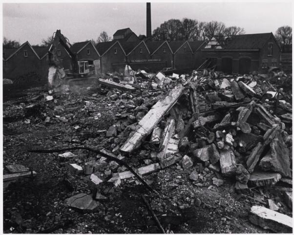 024941 - Textiel. Sloop van wolspinnerij Pieter van Dooren aan de Hilvarenbeekseweg in 1975