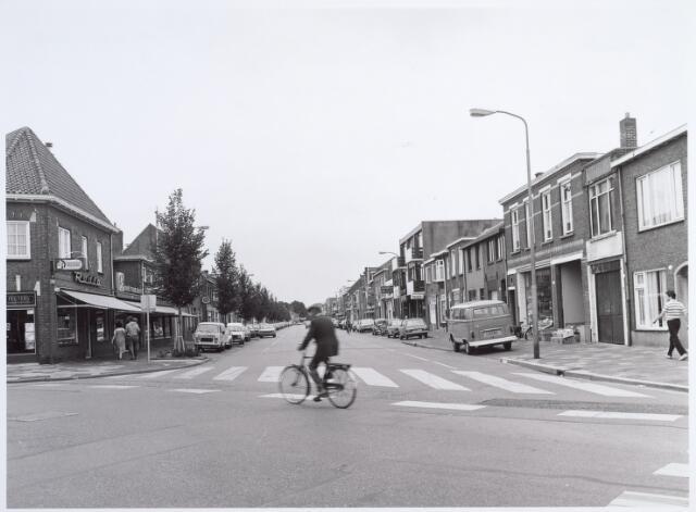 014852 - Besterdring vanaf de kruising met de Molenstraat (links) en Veldhovenring (rechts)