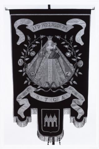 008904 - vaandel fietsprocessie Tilburg-Kevvelaar, opgericht 20 juni 1909