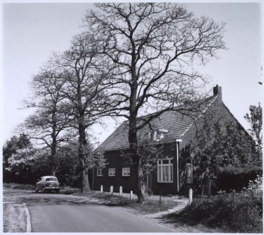 023524 - Boerderij aan de  Enschotsestraat, thans Kapitein Nemostraat. De boerderij werd gebouwd in 1935, nadat een eerdere was gesloopt. In 1966 viel ook deze boerderij onder de slopershamer