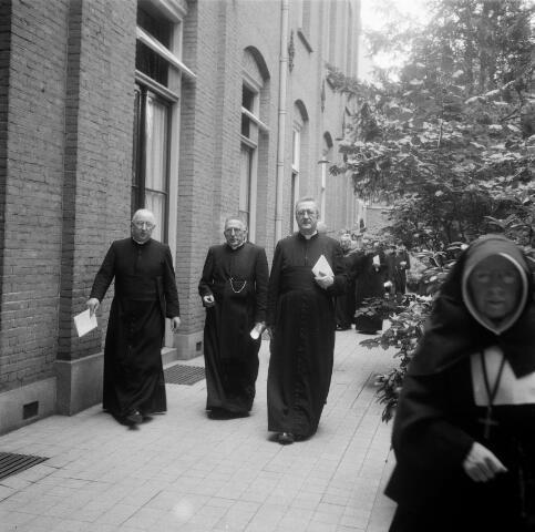 050373 - 100-jarig bestaan van de kweekschool: Zusters van Liefde Oude Dijk, Tilburg.