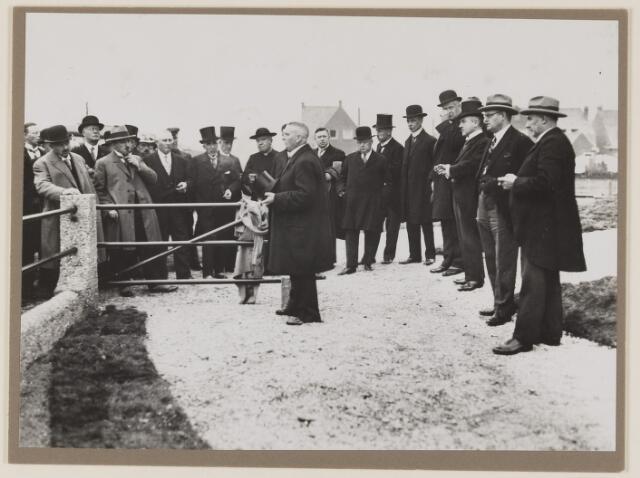 075493 - Oficiele opening Waterleiding te Oisterwijk op 15 october 1929. 3e van rechts burgemmester Verwiel van Oisterwijk.