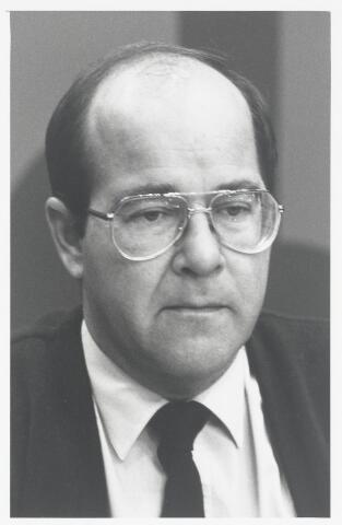 90988 - Made en Drimmelen. Raadslid W.H. Wetzels (Pv.d.A.) tijdens de raadsperiode van 1986 - 1990
