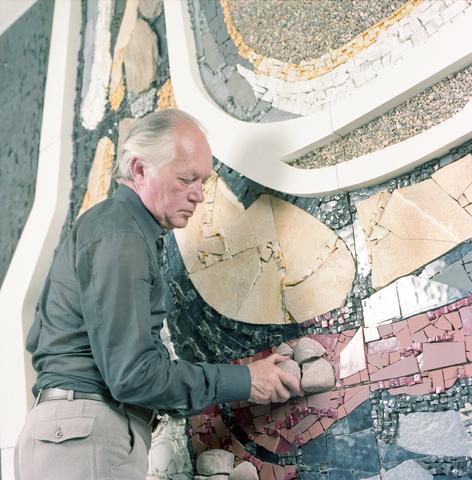 D-003061-2 - Dijker. aan het werk aan kunstwerk onderdoorgang Spoorlaan
