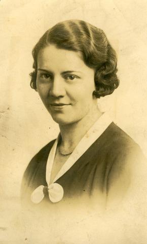 071739 - Adriana Wilhelmina Maria (Zus) Heffels, geboren te Utrecht op 13 maart 1907 en overleden te Tilburg op 1 maart 1993. Zij trouwde A.G.M. Panis.