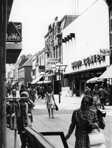 1238_F0365 - Winkelen in de Heuvelstraat