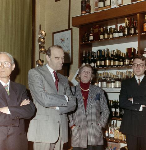 1237_012_918_008 - Van Bilsen wijnkoperij.