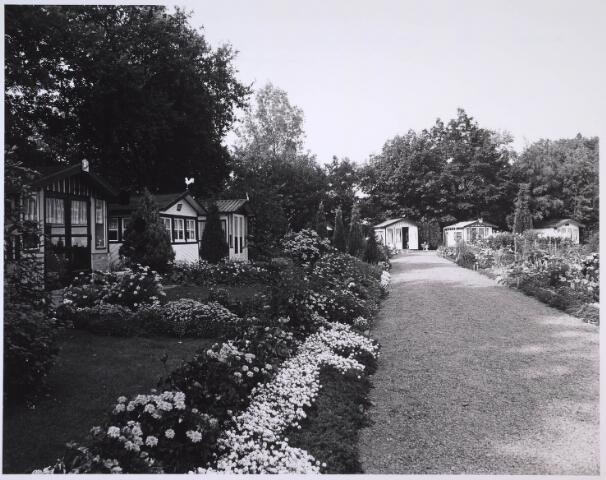 023716 - Huisjes op het volkstuincomplex ter hoogte van het Leijpark en de Kempenbaan