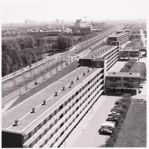 036619 - Panorama van Tilburg vanaf de flat aan de Salesianenstraat. Met zicht op flats aan de Predikherenlaan. Op de achtergrond het  Maria Ziekenhuis, tegenwoordig ETZ Tweesteden.