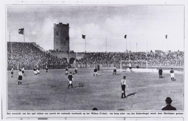 054034 - Sport. Voetbal Willem II. In het stadion te Amsterdam werd op bovengeneoemde datum een oefenwedstrijd gespeeld  tussen Willem II en Het Nederlands elftal. Uitslag 1-1.