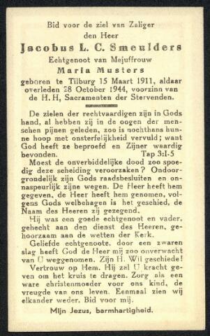 604470 - Bidprentje. Tweede Wereldoorlog. Oorlogsslachtoffers. Jacobus Lambertus C. Smeulders; werd geboren op 15 maart 1911 in Tilburg en overleed op 28 oktober 1944 in Tilburg. Kort na 5 oktober 1944 kwam de stad Tilburg onder vuur te liggen. Tussen zaterdag 14 oktober en woensdag 18 oktober 1944 kwamen, aanvankelijk met grote tussenpozen, granaten neer op verspreid liggende punten, onder andere in de omgeving van de spoorbruggen over het kanaal. Verschillende Tilburgers kwamen toen om het leven, waaronder J.L.C. Smeulers.
