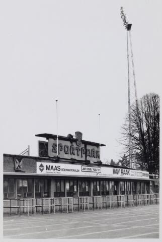 049143 - Kassa's  van het gemeentelijk sportpark aan de Goirleseweg.