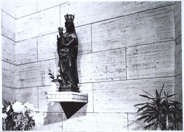 023459 - Mariabeeld in de kapel van Onze Lieve Vrouw ter Nood aan de Kapelhof