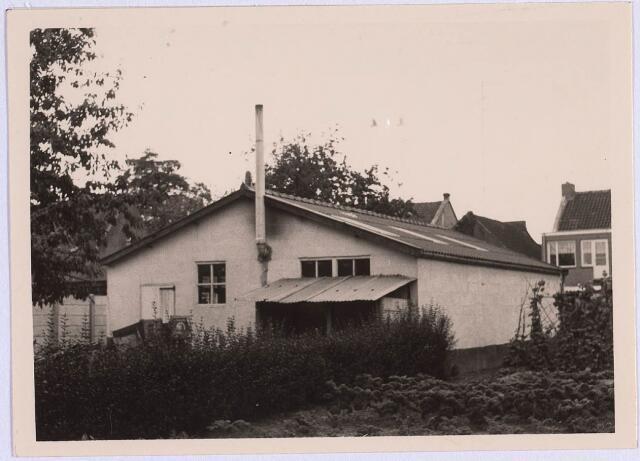 023407 - Achterzijde van het fabriekje van schoenmaker Louer achter zijn woning aan het Julianapark