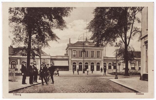 002258 - Station aan de Spoorlaan gezien vanuit de Stationstraat.