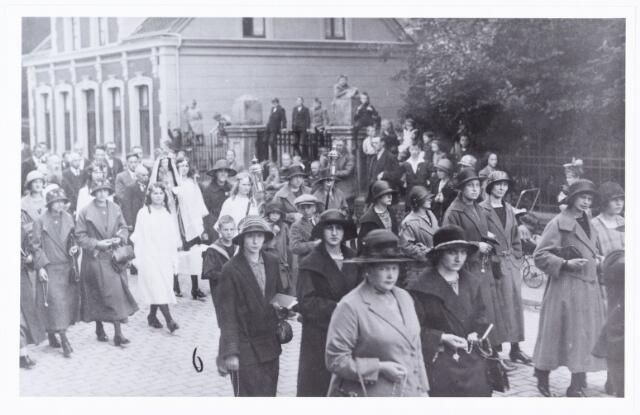 008864 - Tilburgse bedevaart Tilburg-Kevelaer in de jaren twintig.