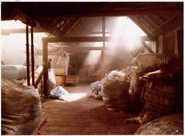 038130 - Textielindustrie. Interieur van de Firma Wolkat, lompengroothandel.