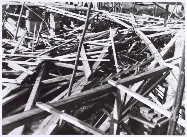022296 - Op vrijdag 20 september 1929 werd de in aanbouw zijnde kerk van de nieuwe parochie Groeseind aan de Hoefstraat door een storm zwaar beschadigd. Pastoor Smits toog onmiddellijk aan de slag en vormde een team mensen om geld voor de wederopbouw te verzamelen. Ze werden smalend 'kerkschooiers'  genoemd, maar ze slaagden in hun opzet en enkele maanden later kon de bouw worden hervat