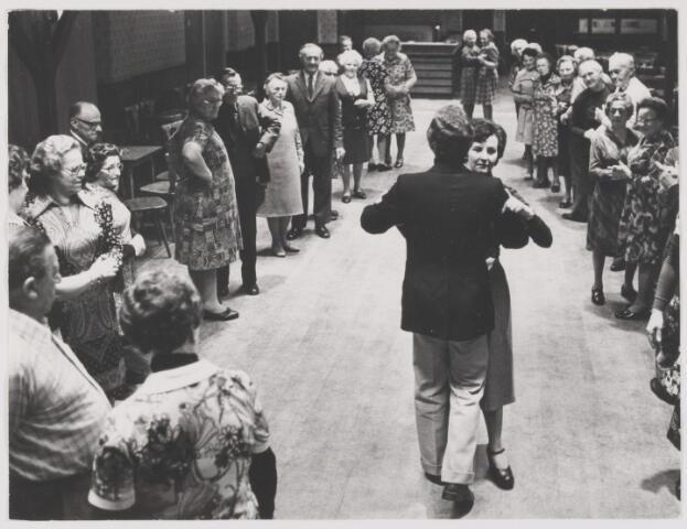 081997 - Vrijetijdsbesteding. Dansles voor bejaarden