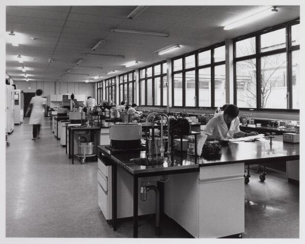 041754 - Elisabethziekenhuis. Gezondheidszorg. Ziekenhuizen. Interieur van het bacteriologisch lab in het St. Elisabethziekenhuis