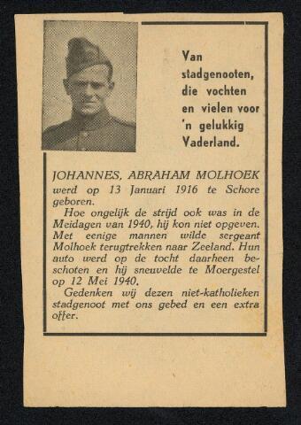 604414 - Tweede Wereldoorlog. Oorlogsslachtoffers. Johannes Abraham Molhoek, werd geboren op 13 januari 1916 in Schore (Z.) en overleed op 12 mei 1940 in Moergestel.  Op zondag 12 mei 1940 vormden de Franse troepen langs het Wilhelminakanaal een zwakke linie. In de loop van de ochtend trokken de Fransen en de nog in Tilburg en omgeving aanwezige Nederlandse militairen weg in westelijke richting. Dienstplichtig soldaat J.A. Molhoek, Mitraillaurcompagnie, IIe Bataljon, 17e Regiment Infanterie werd, in de auto waar hij met enkele militairen op terugtocht was naar Zeeland, bij Moergestel beschoten.