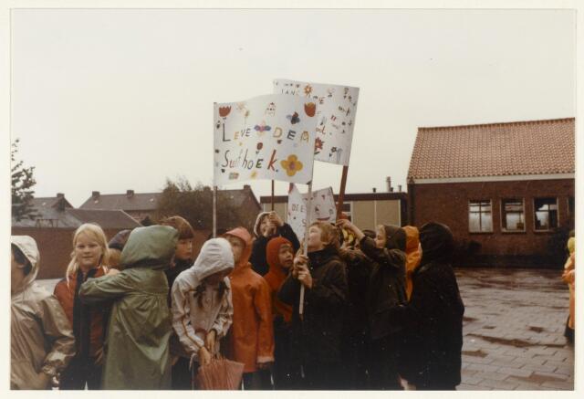 91166 - Made en Drimmelen. Festiviteiten bij de opening van de Stuifhoekschool in 1980.