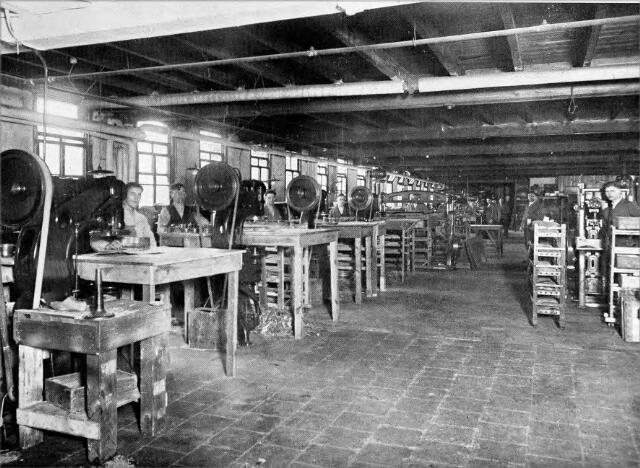 054564 - Stanzerij stoomschoenfabriek Ligtenberg te Dongen.