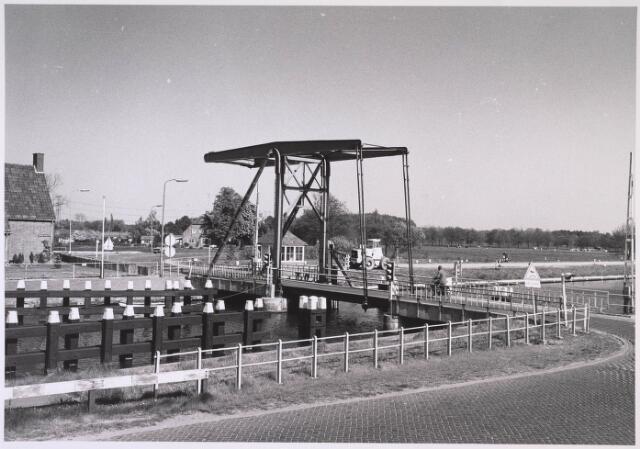 023942 - Ophaalbrug over het Wilhelminakanaal bij Koningshoeven