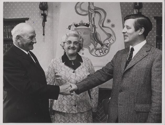 083525 - Burgemeester W.A.M. van Zeeland neemt afscheid van de heer J. Olieslagers als uitvoerder Openbare  Werken