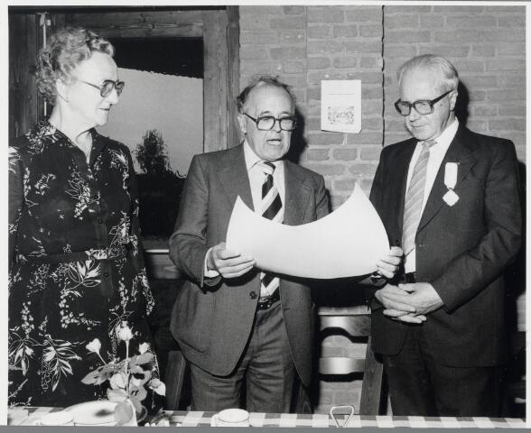 88808 - Onderscheiding en oorkonde voor hr. Hendrikx