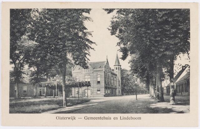 057485 - De Lind. Het gemeentehuis (achterzijde). Een gedenksteen aan de voorzijde herinnert nog aan de opening in 1899 door burgemeester H. van Beckhoven. Architect was L.W. Schoonenberg, aannemer C. Mutsaerts.