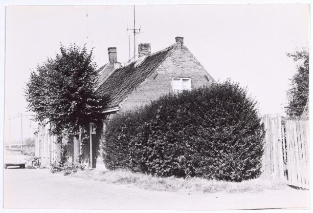015614 - Pand Bokhamerstraat 43. Links de spoorlijn Tilburg - Breda