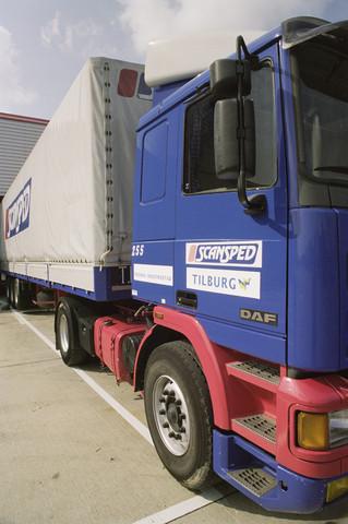 """TLB023000914_001 - Vrachtwagen met aanhanger Scansped Tilburg, """"moderne industriestad""""."""
