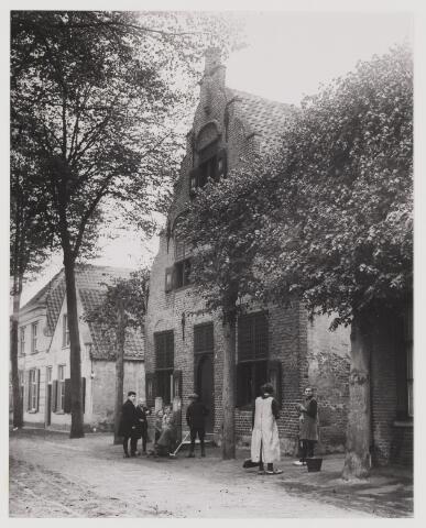 075312 - Het Oudste huis in de Kerkstraat.
