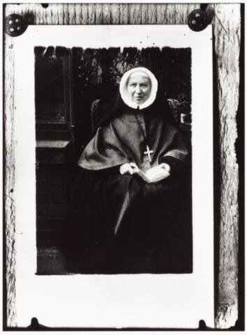 009332 - Reproductie. Kloosters. Zusters van Onze Lieve Vrouw van het Cenakel. Zuster Eleonora Houben (1854-1924), eerste novice/oprichtster klooster Cenakel