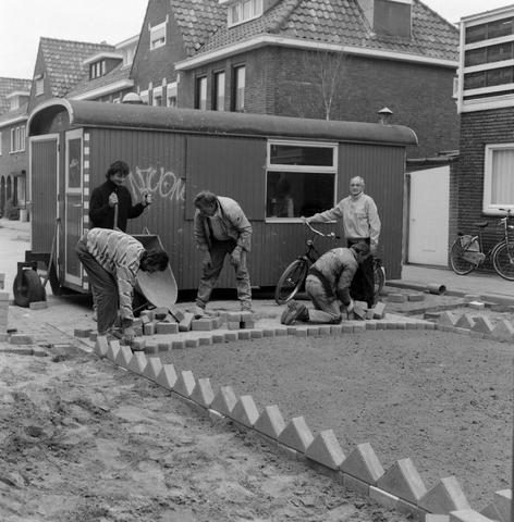 1237_010_733_001 - Stratenmakers aan het werk Galjoenplein.