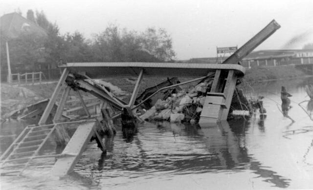 064667 - Tweede Wereldoorlog. Schade ten gevolge van de oorlogshandelingen bij de bevrijding van Tilburg in oktober 1944.