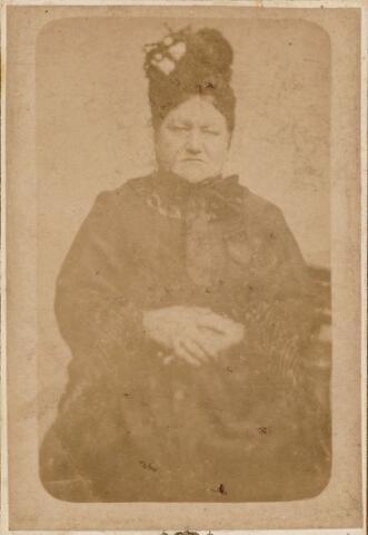 049749 - Johanna Maria Leenaarts geboren te Tilburg op 17 november 1838 en aldaar overleden op 9 maart 1891. Zij was getrouwd met Norbertus van Oosterhout.