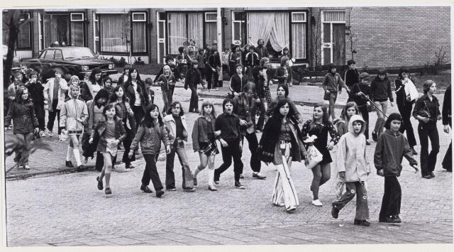 101244 - Wandelsport. Avondvierdaagse van de jeugd.